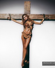 Raquel-Welch-Cross-LA
