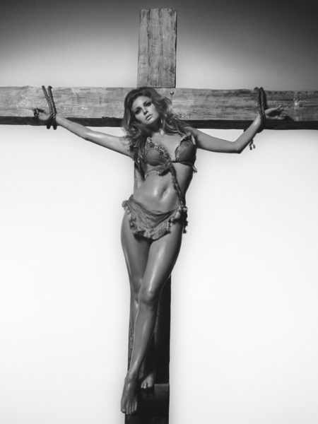 Raquel_Welch_cross
