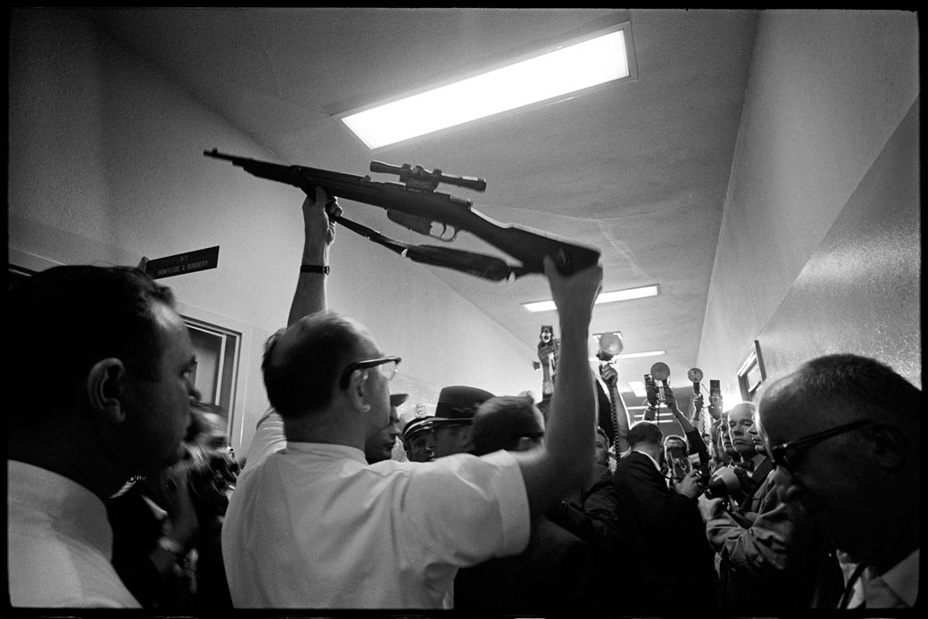 Oswald S Guns Dallas Police Station By Lawrence Schiller