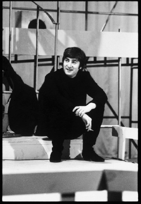 John-Lennon-on-Steps